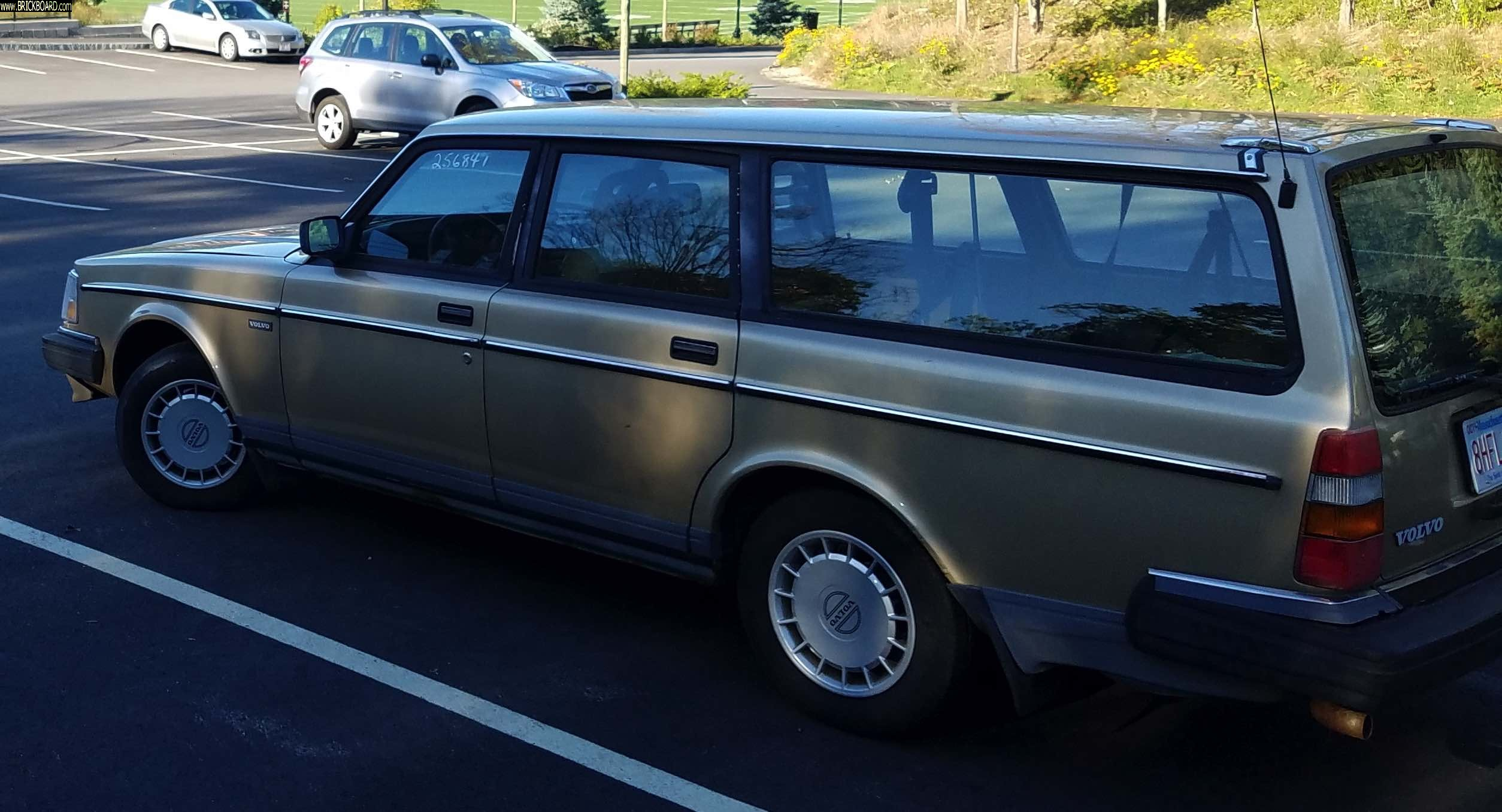 Volvo 200 -- Manual 1990 240 Wagon (or lots of parts)