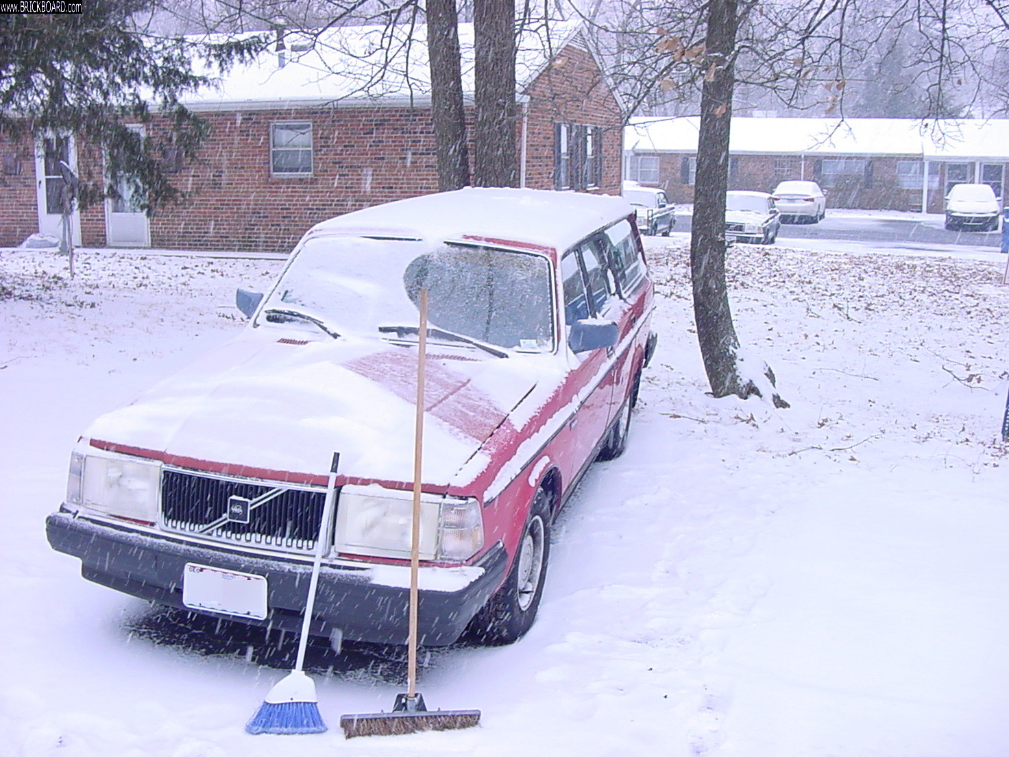 Volvo 200 -- 1990 Volvo 240 (li'l red) DL Wagon - Removes the Dandruff