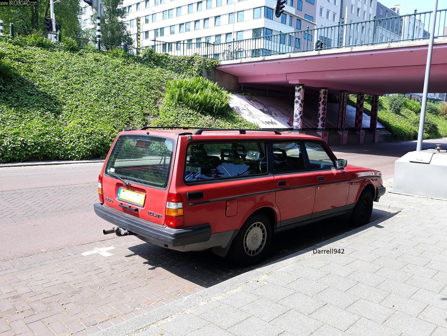 Volvo 200 -- 200 series at Willem Ruyslaan Bridge